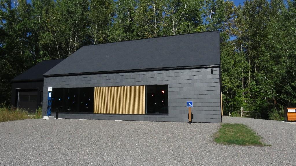 Le pavillon d'accueil de la Réserve naturelle du Marais Léon-Provancher